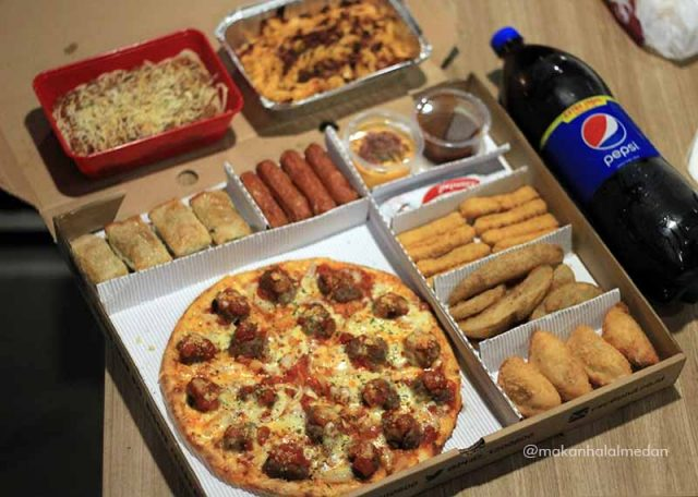 Dec 18,  · Pizza Hut has launched The Big Dinner Box, an epic-sized box filled with two medium rectangular one-topping pizzas, eight wings and five breadsticks for only $ The Big Dinner Box from Pizza Hut is one of the pizza category's first ever value boxes offering a combination of pizza and side items in a single tikmovies.ml: MIH Product Reviews & Giveaways.